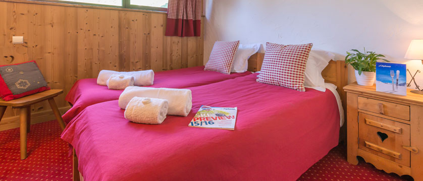 france_avoriaz_chalet-fleurie_twin-bedroom.jpg